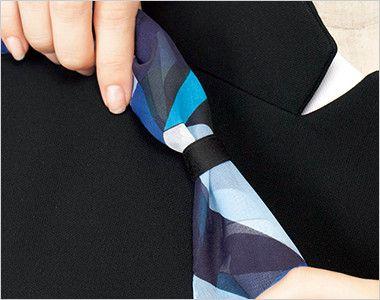 ESJ468 enjoy ノーカラージャケット 無地 衿もとにスカーフのズレを防ぐループが付いています。ワンタッチで形が決まります。