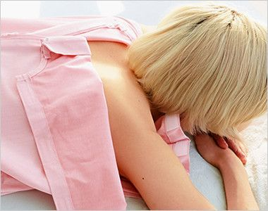 SG301 ナガイレーベン(nagaileben) 鍼灸ワンピース(女性用)(男女兼用) 前、肩、脇、背中が開くため、様々な部位の施術を行う際にストレスがありません。