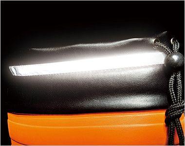 ジーベック 85712 EVA軽量防寒長靴 厚みのある防寒着でもスッポリ収納できる胴太設計の本体には、水や雪・異物などの侵入を防ぐ履き口カバーが付いています。履き口まわりには反射材を配して夜間作業も安全・安心です。