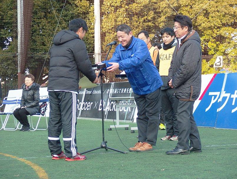 大会表彰式でMVP選手へICレコーダーを贈呈