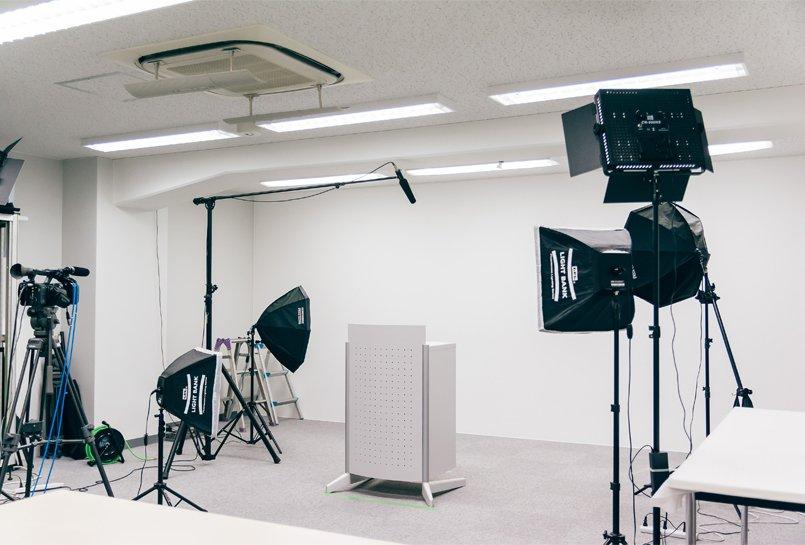 本格的な機材をそろえた撮影スタジオ