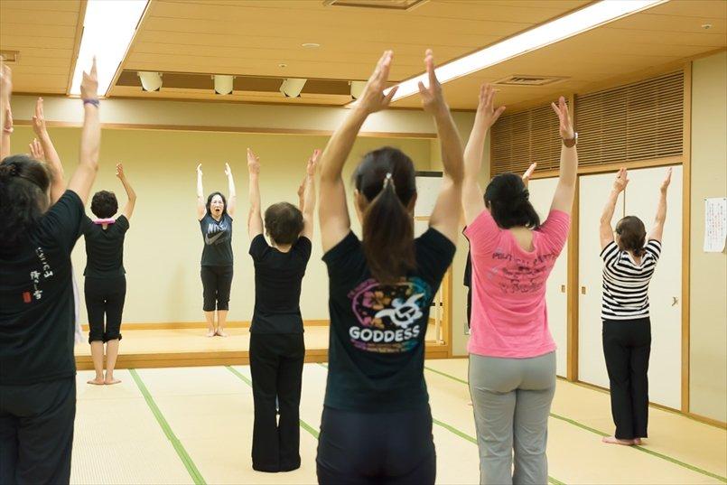 この日は「自彊術(じきょうじゅつ)」という健康体操でストレッチ