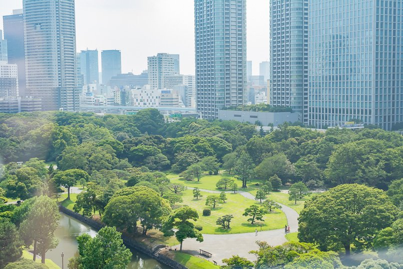江戸時代の代表的な大名庭園、浜離宮恩賜庭園を見下ろす眺めのいい本社オフィス