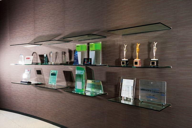 マイクロソフトやアマゾンウェブサービスなどから数々のアワードを受賞