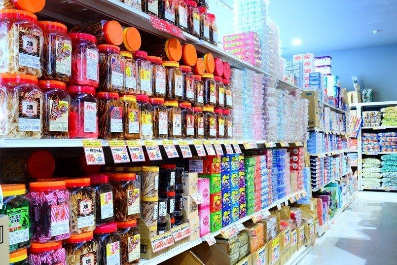 駄菓子は通年人気のアイテム