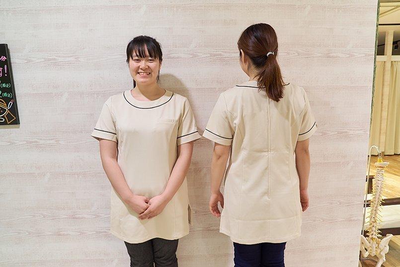 襟元と袖口のパイピングが洗練された印象のチュニック