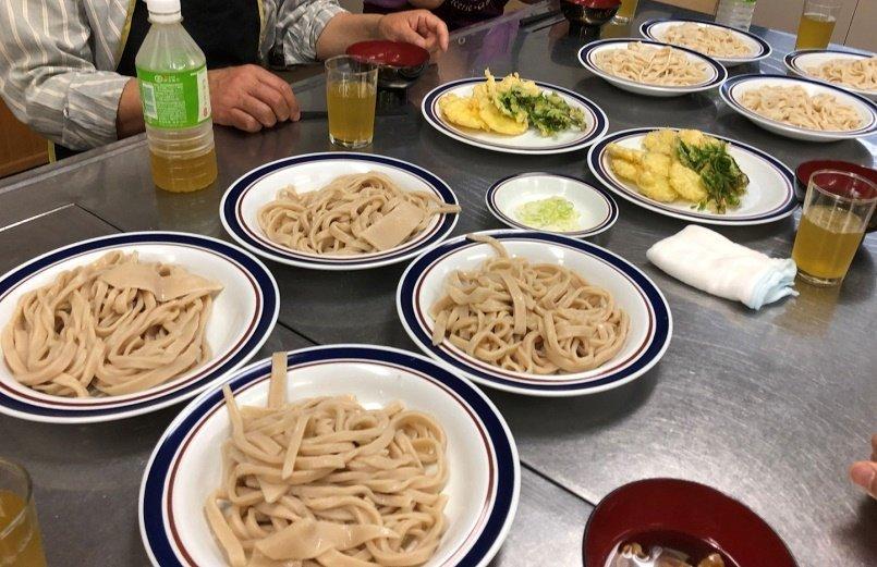 今日の「かて」は山菜のコシアブラとたけのこ、じゃがいもの天ぷら