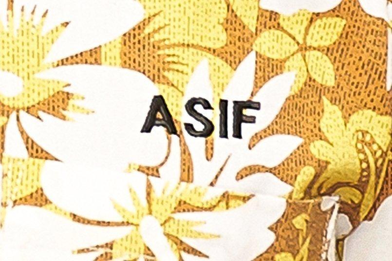 海外のお客様が多いので左胸にアルファベットで名前を刺繍