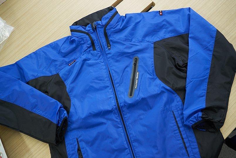 動きやすくて軽いと評判のアイトスタルテックスフードインジャケット