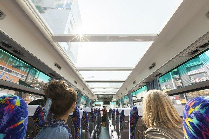 ガラス屋根の「クリスタル」というタイプのバス