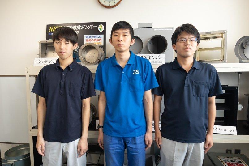 ブルー系で3種類のポロシャツを採用