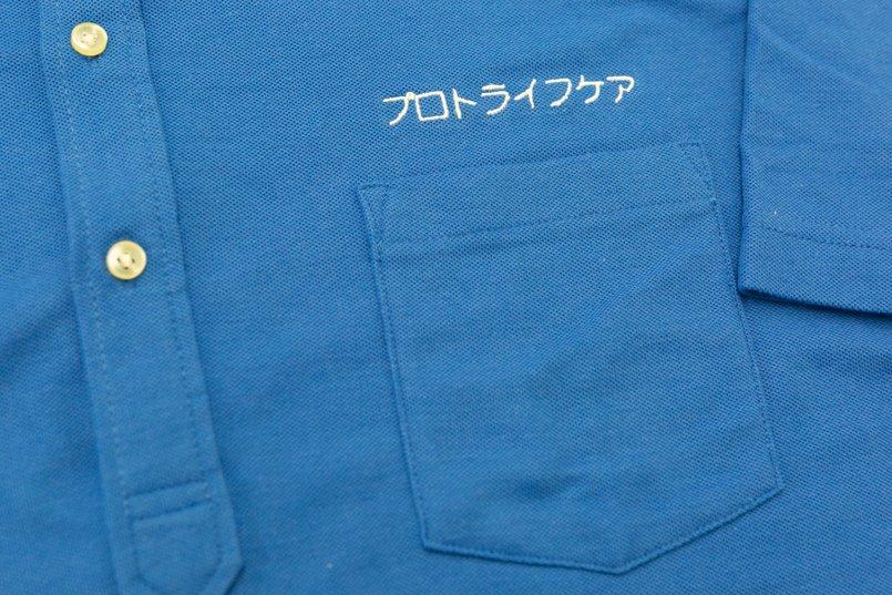 ポロシャツ左胸の刺繍アップ